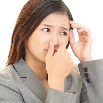 人一倍気を使っているのに、清潔にしているのに、口や体臭が臭う…それ、体の内側の臭いが原因かも!?