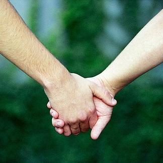 【実践】緊張してベタベタ!嫌な手の汗を止める簡単な対策法まとめ【体験リポあり】
